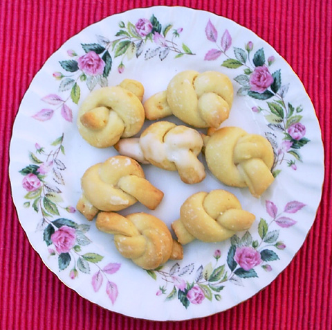 bow knot cookies italian love knot cookies loved the ruguh love ...